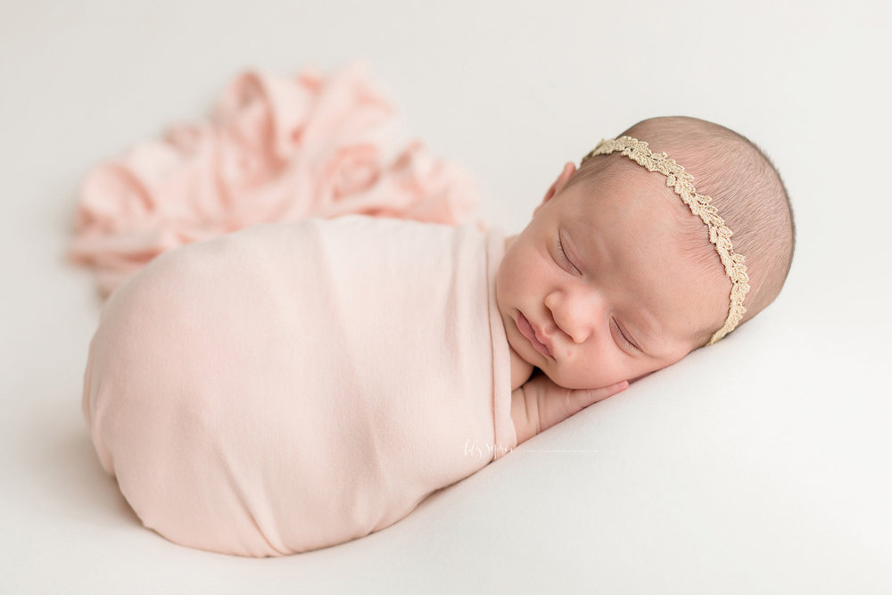 atlanta-midtown-brookhaven-ashford-dunwoody-decatur-lily-sophia-photography-family-photographer-newborn-baby-girl-big-brother-studio-photos_0360.jpg