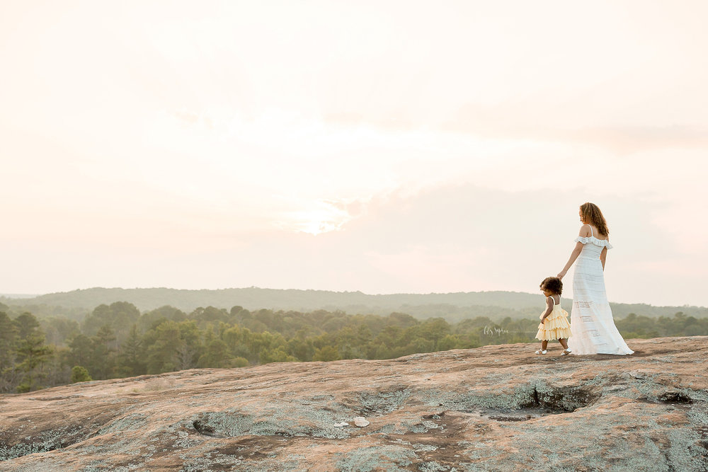 atlanta-midtown-brookhaven-ashford-dunwoody-decatur-lily-sophia-photography-outdoor-sunset-field-mountain-family-photographer-toddler-girl_0407.jpg