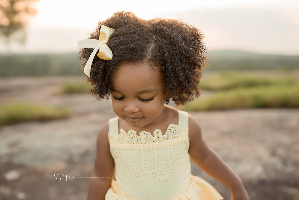 atlanta-midtown-brookhaven-ashford-dunwoody-decatur-lily-sophia-photography-outdoor-sunset-field-mountain-family-photographer-toddler-girl_0410.jpg