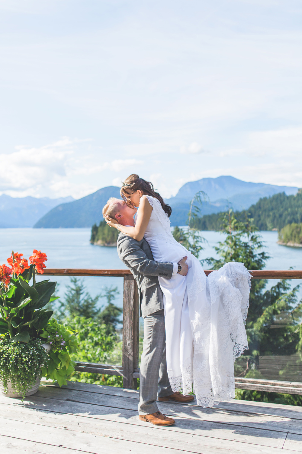 JONALIANA9544WEBSUNSHINECOASTWEDDING.jpg