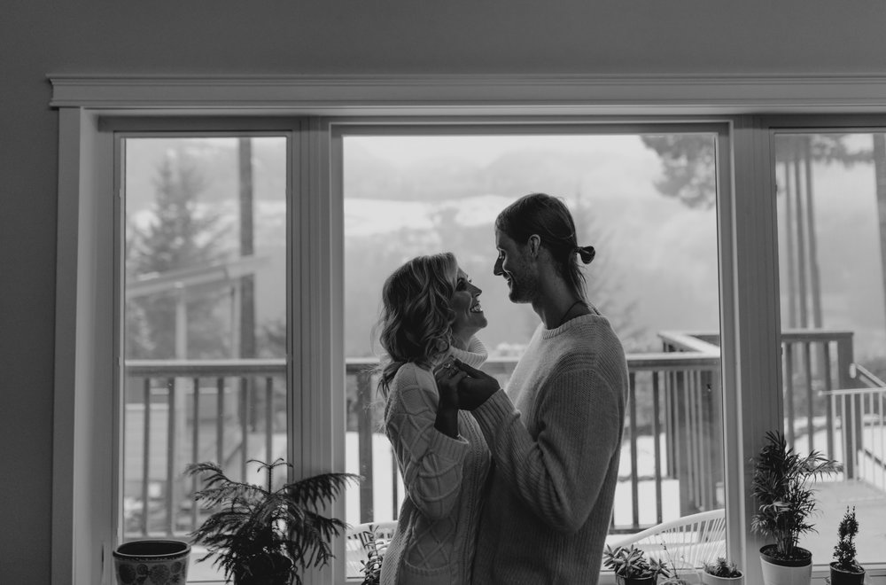 Home Engagement Session Photos - Squamish Wedding Photographer - Squamish Engagement Photos -  Vancouver Wedding Photographer & Videographer - Sunshine Coast Wedding Photos - Sunshine Coast Wedding Photographer - Jennifer Picard Photography - 1A5A1617.jpg