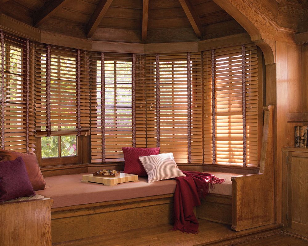 wood-blinds-design-for-classic-home.jpg
