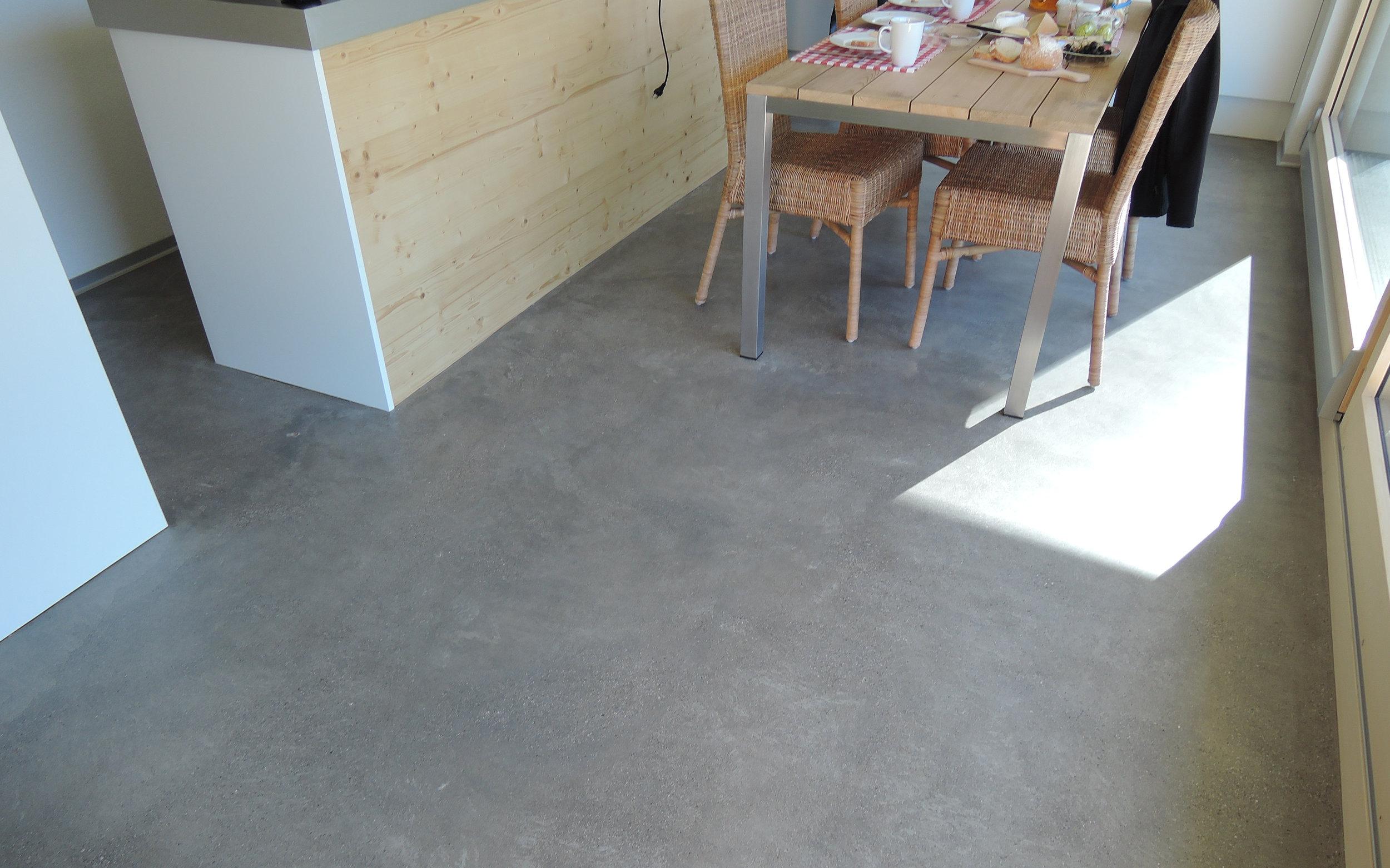 Betonboden Wohnbereich betonboden im wohnbereich schleifen und versiegeln
