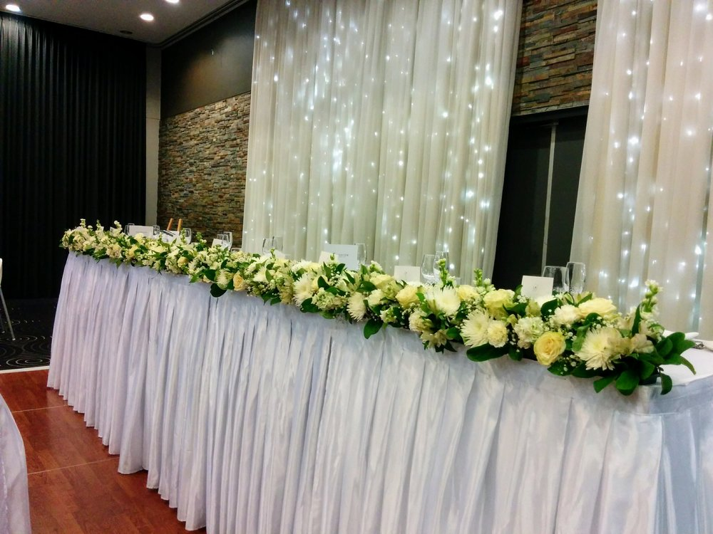 bridal table hedge white tones.jpg