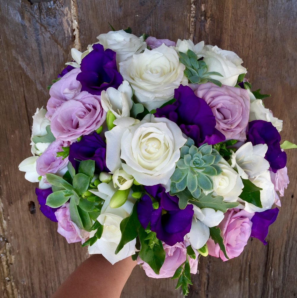 succulents lissi roses bride.JPG