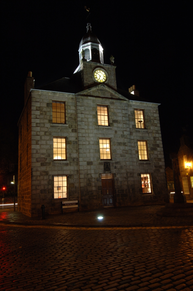 2066_Aberdeen_Town_House_N20_medium[1].jpg
