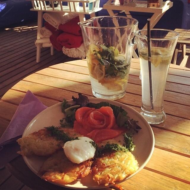 Драники с лососем и лимонад - хит жаркого лета в нашем ресторане. Foto by Настя Гинтер, шале Рассвет