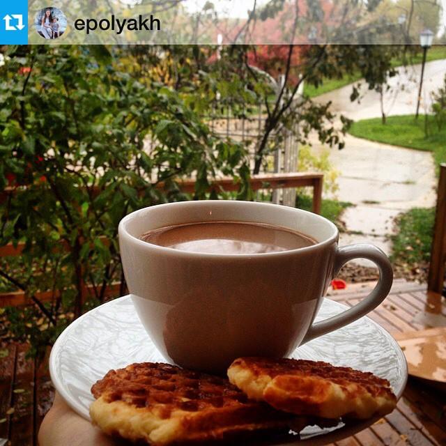 Фото Евгении (вилла Калина) Завтрак на веранде виллы Калина.