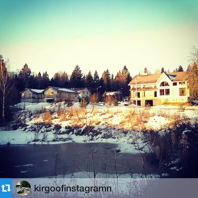 Фото Кирилла из таунхауза-3 ( вид на достраивающуюся школу и детский сад со стороны озера
