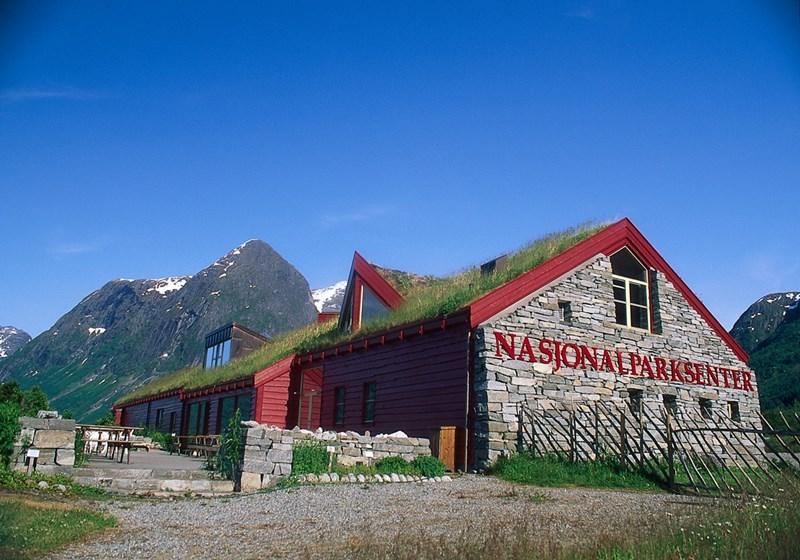 jostedalsbreen_nasjonalparksenter.jpg