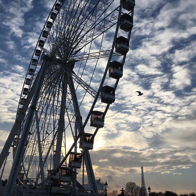 Allez les Bleus! . . . . . . . . . . . . . . . . #paris #parisjetaime #sunset #coucherdesoleil #ig_exquisite #ig_snapshots