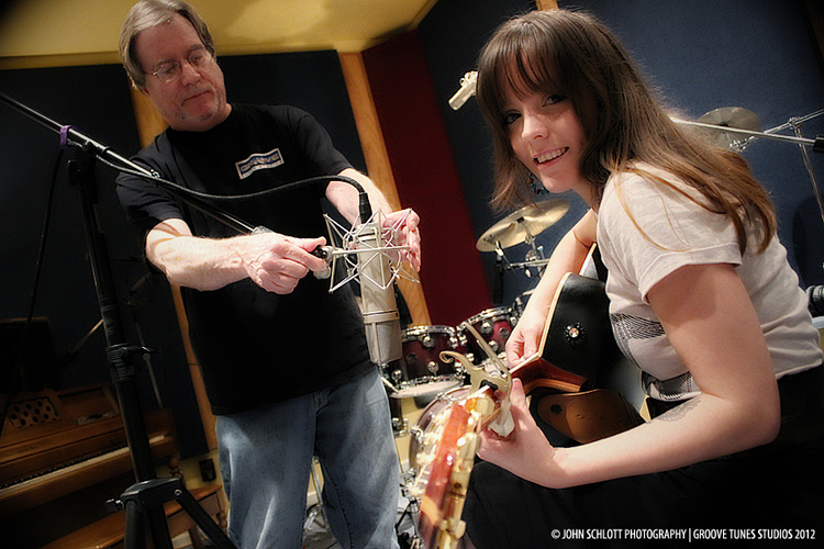 SARAH+GOMETZ+GETTING+READY+TO+RECORD+ACOUSTIC+GUITAR.jpg
