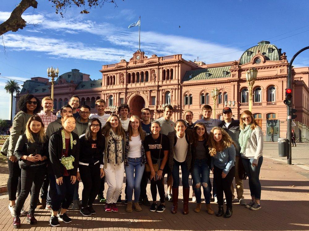 Puentes city tour - Casa Rosada
