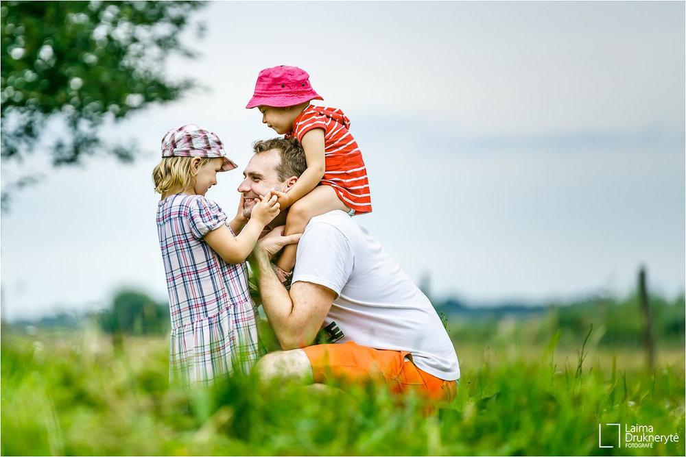 Su Eleonora Smiltė Olivija ir tėveliais -