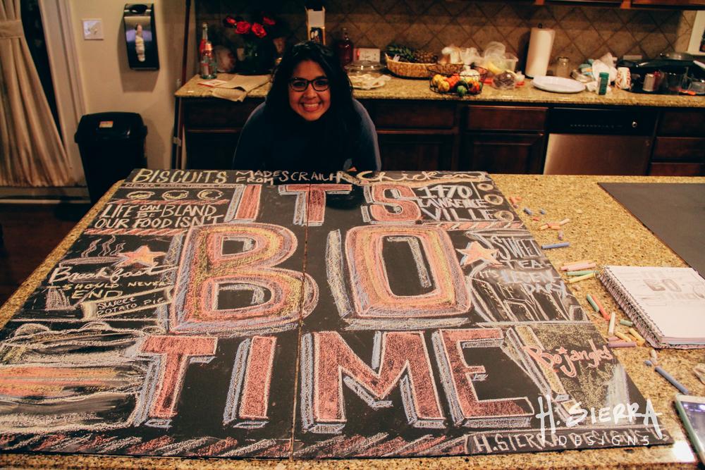 Sometimes creativity happens at night, on a kitchen table. Mi estación de trabajo, en la noche y en la cocina. Siempre hay que crear algo nuevo.