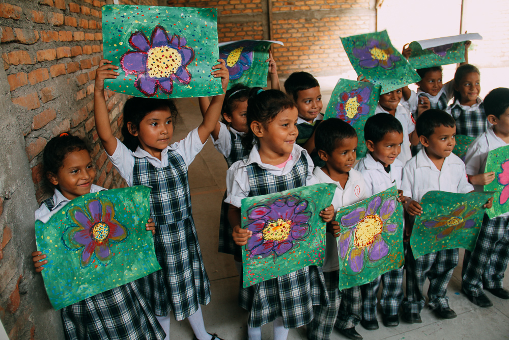 One of the two kindergarten classes and their finished works of art. |  Los chicos del kinder y sus obras.