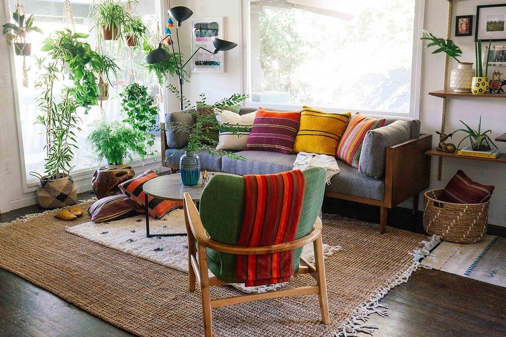 Han\'s Living Room Retreat — OLD BRAND NEW