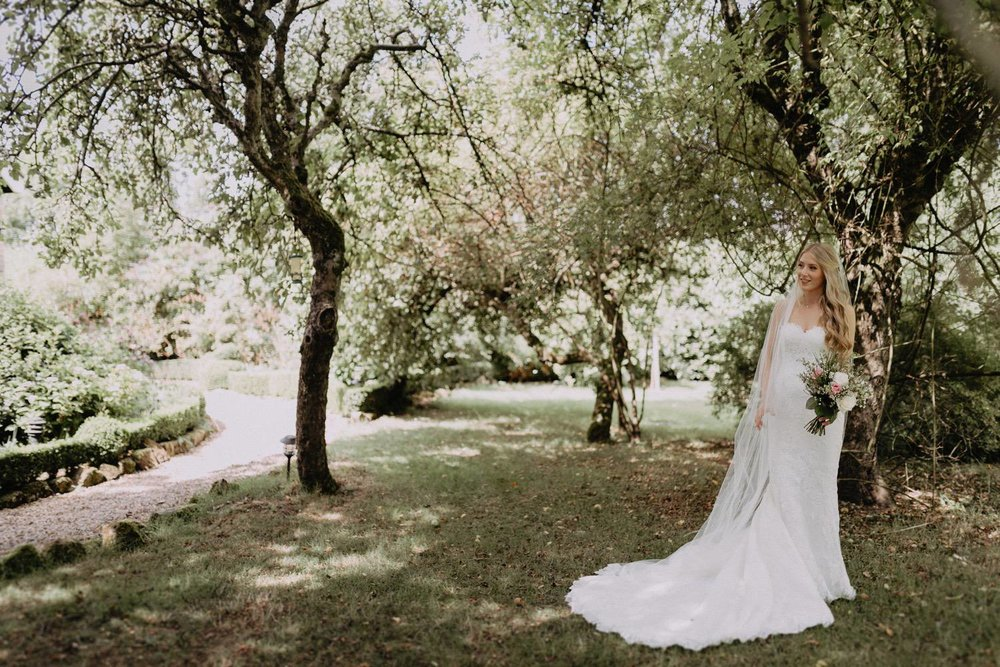 Wedding-Photographer-Healey-Barn-9.jpg