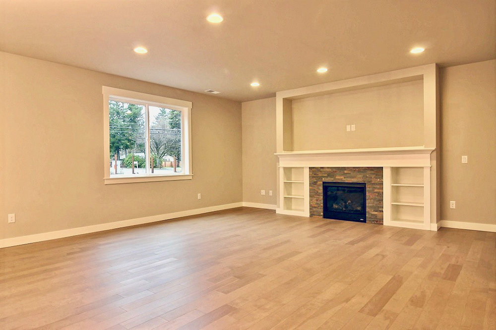 Living_Room_with_Fireplace_1.jpg