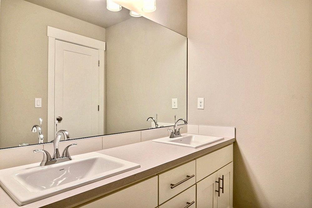 Main_Hall_Bathroom.jpg