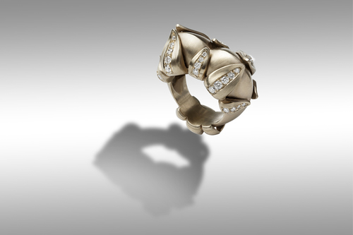 Germoglio gray gold ring 18ct. with diamonds