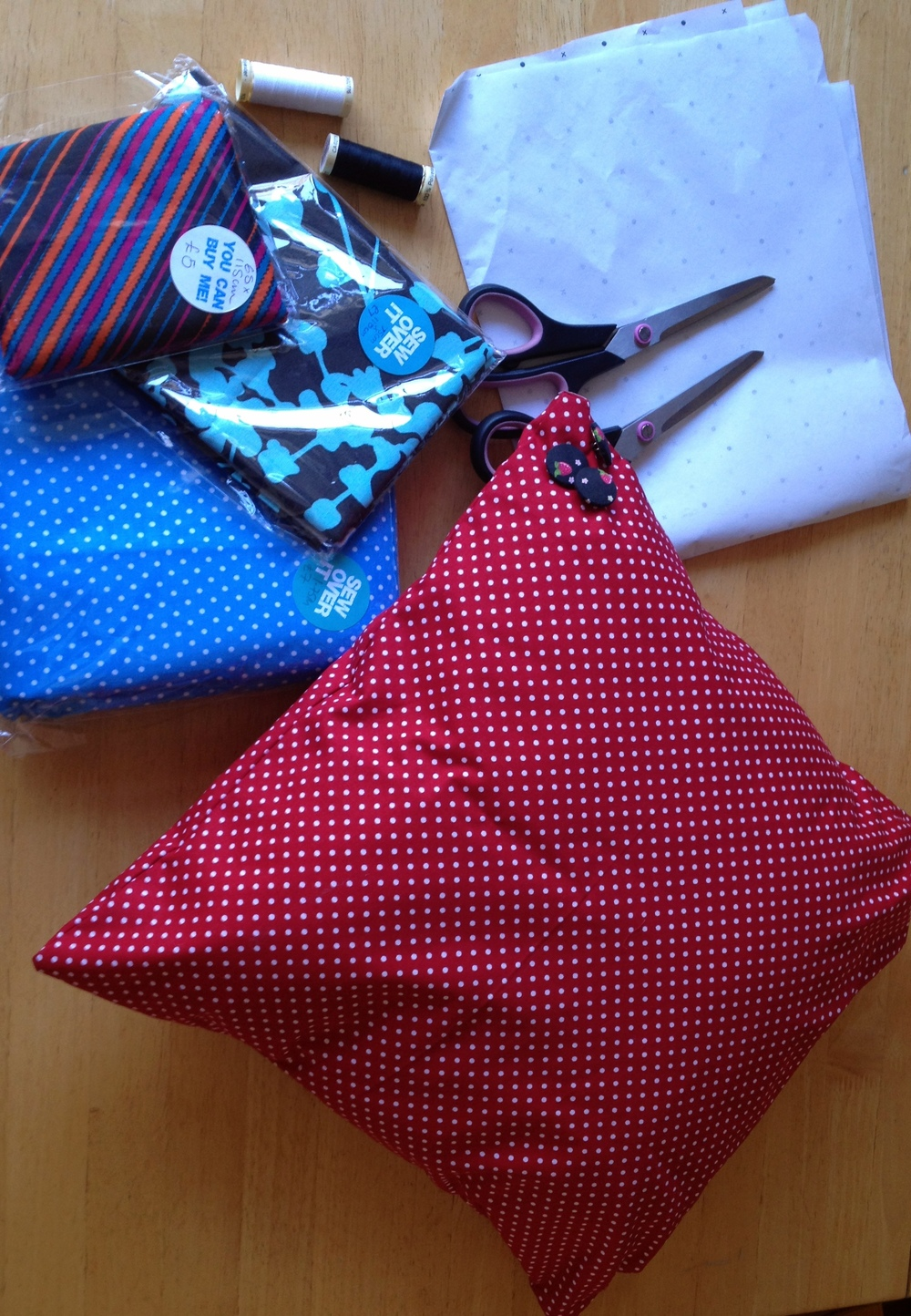 Complete cushion cover and supplies to make more!