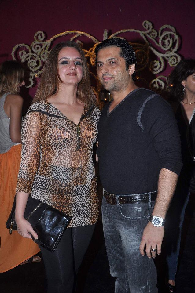 GOODEARTH & Elle India celebrate Mozes Singh's Mughal Pop