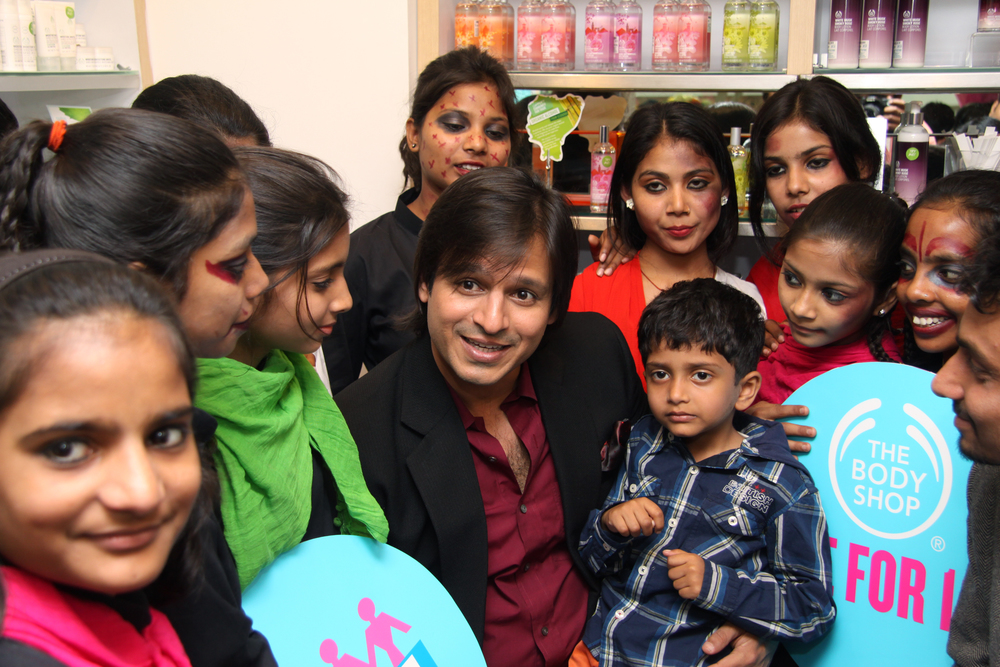 Actor Vivek at with FFLV NGO  girls at The Body Shop for SHE - Support her education Campaign.jpg