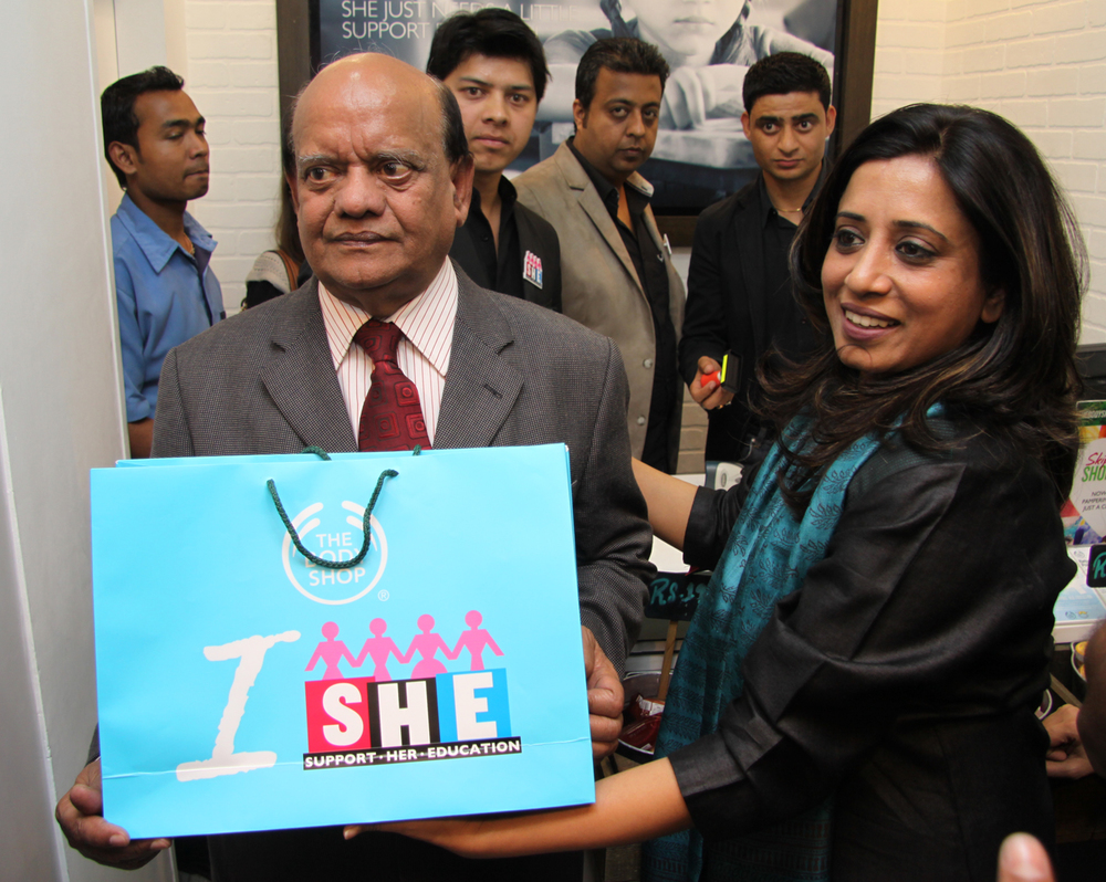 Padmshree Surender Sharma and COO The Body Shop Shriti Malhotra at The Body Shop Event Campaign SHE- Support her education .jpg