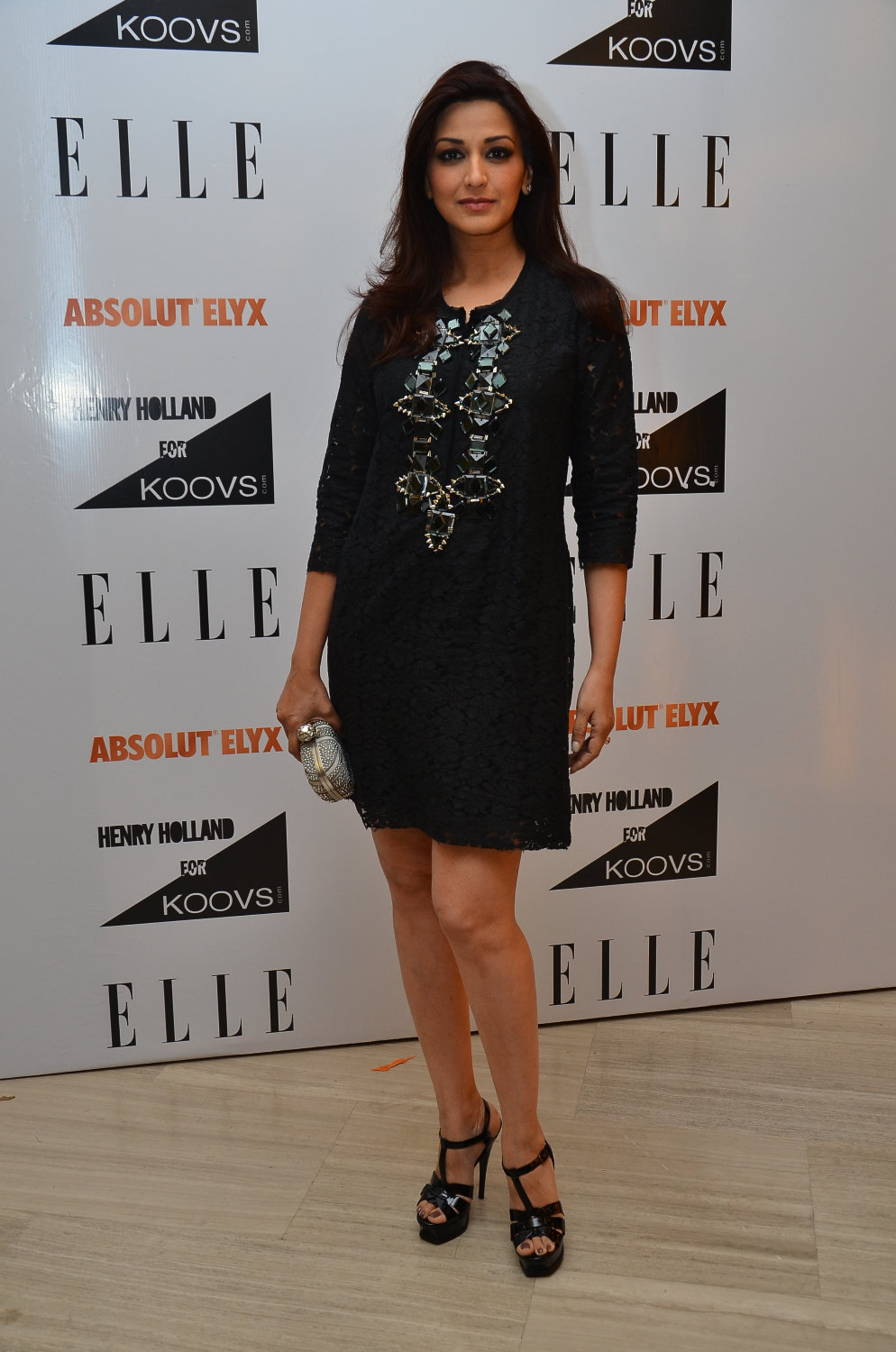Sonali Bendre in Surily Goel
