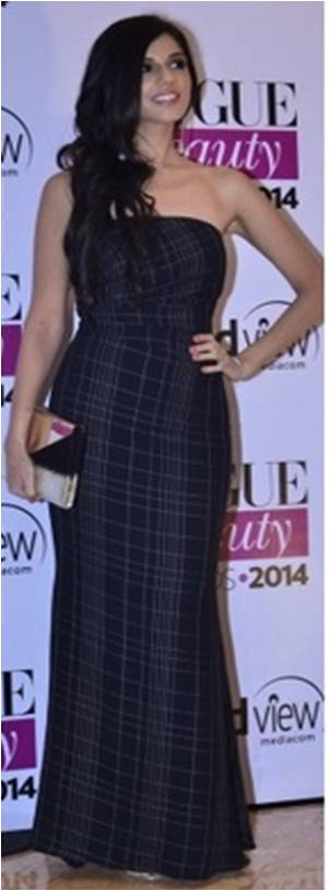 Nishka Lulla carrying a Jimmy Choo clutch at the Vogue Beauty Awards
