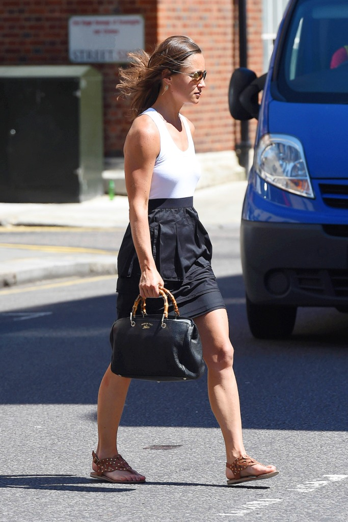 Pippa Middleton carried a Gucci medium Bamboo Shopper tote in black leather while out in London on July 14, 2014. Image courtesy: Olycom.