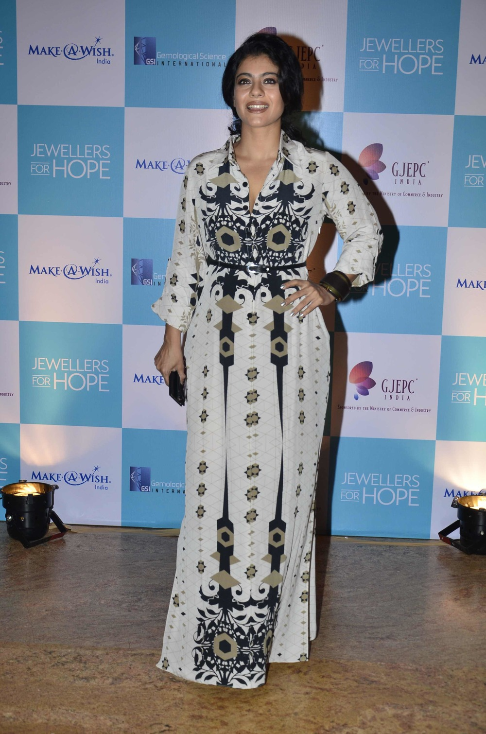 Kajol in a Payal Singhal Sahara PrintShirt Dress at the GJPEC Jewellers For Hope Make a Foundation Dinner