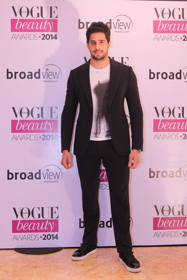 Siddharth Malhotra in a Giorgio Armani suit at the Vogue Beauty Awards 2014