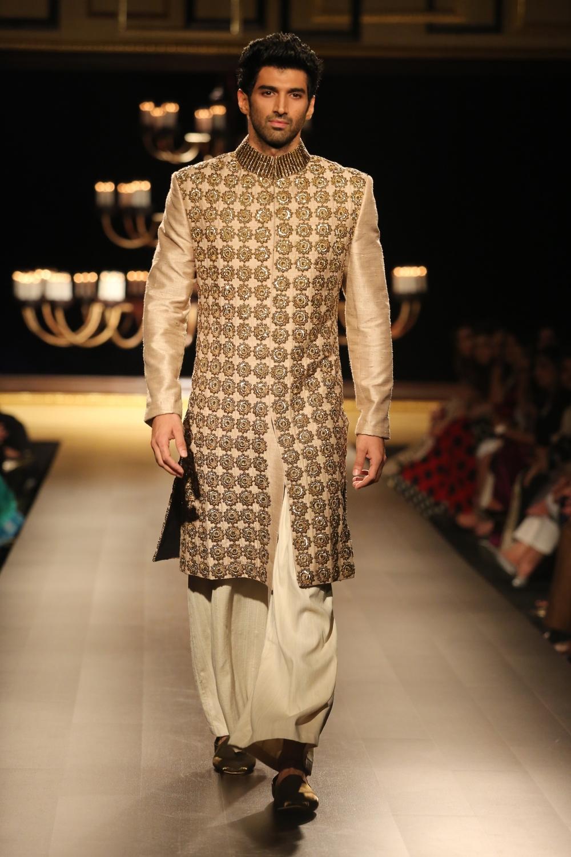 Aditya Roy Kapoor in Manish Malhotra.JPG