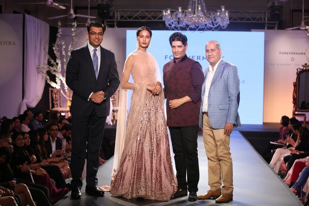 Sachin Jain, President Forevermark, Rikki Chatterjee, Manish Malhotra and Ishu Datwani of Anmol Jewellers