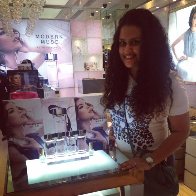 That's moi at the Modern Muse Fragrance Experience - Estee Lauder boutique, Palladium Mall, Mumbai.