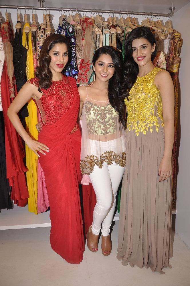 Sophie Choudry,Sonaakshi Raaj and Kriti Sanon