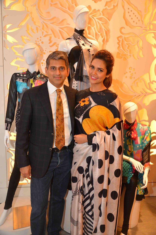 Sanjay Kapoor & Esha Gupta