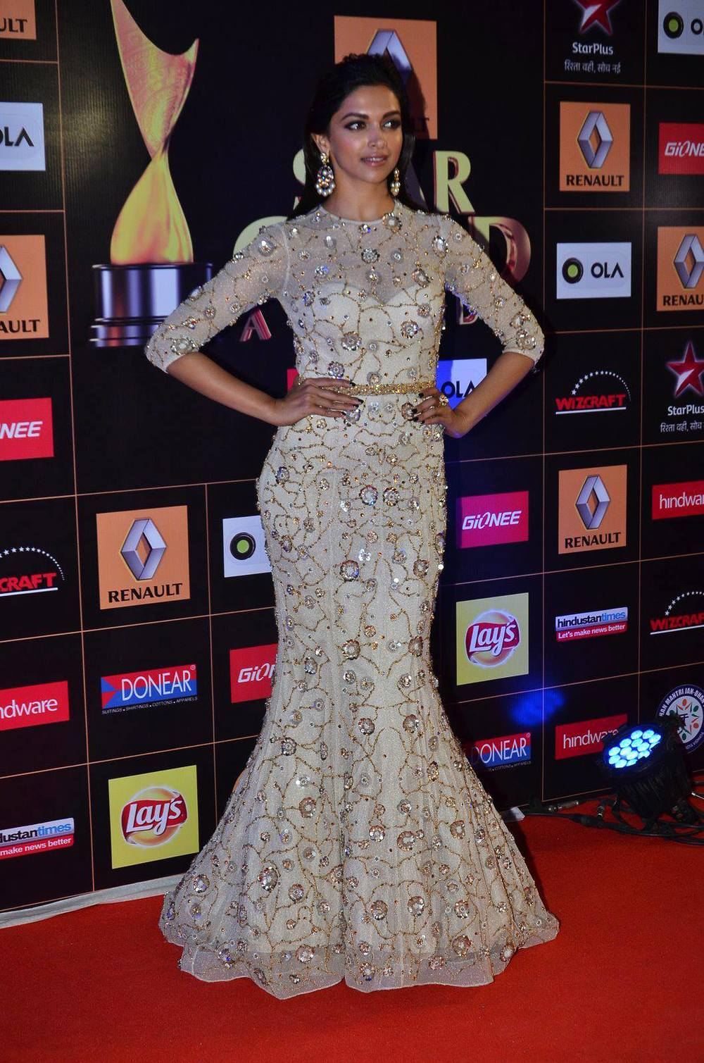 star-guild-awards-2015-deepika-padukone-01.jpg
