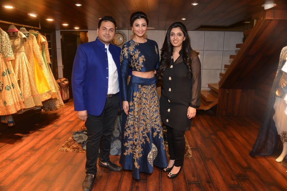 Daisy Shah with Sonam & Paras Modi.jpg