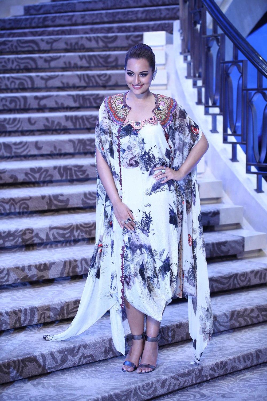Sonakshi Sinha - Anamika Khanna - Grand Finale Lakme Fashion Week Summer/Resort 2015
