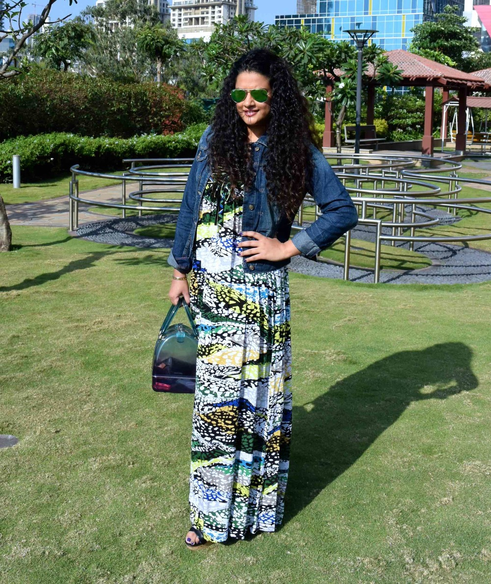 How to wear the printed maxi dress?