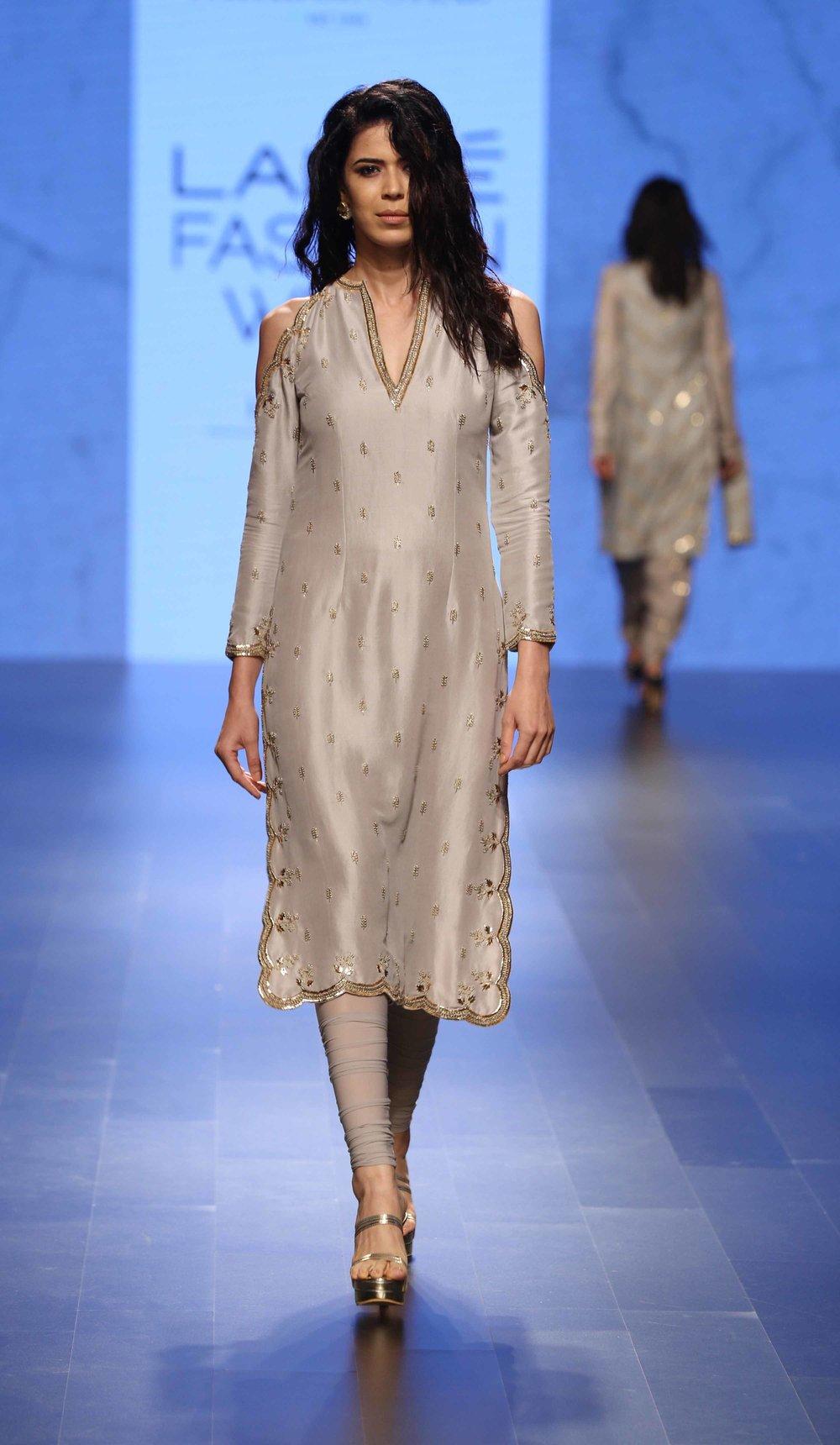 Model walks for Payal Singhal at LFW WF 2016.jpg