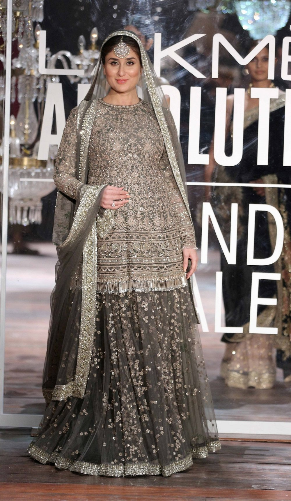Lakme Absolute Brand Ambassador Kareena Kapoor at the Lakme Absolute Grand Finale Winter Festive 2016.jpg
