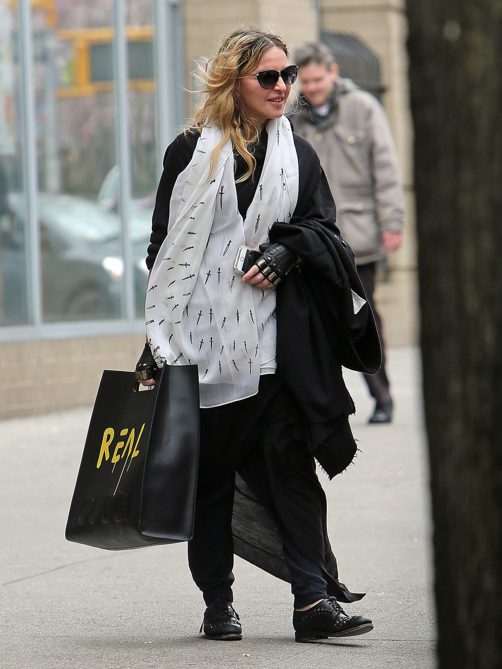 Madonna_Splash News spl1254594_019_Expires 01.04.17.jpg