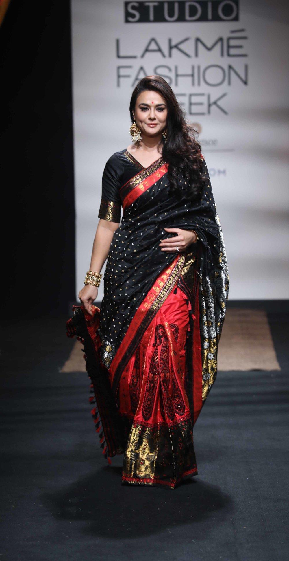 Preity Zinta at Sanjukta Dutta at LFW SR 17.jpg
