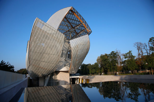 This beautiful piece of art?  The new architecture for the  Foundation Loius Vuitton ... what better place for a runway show?