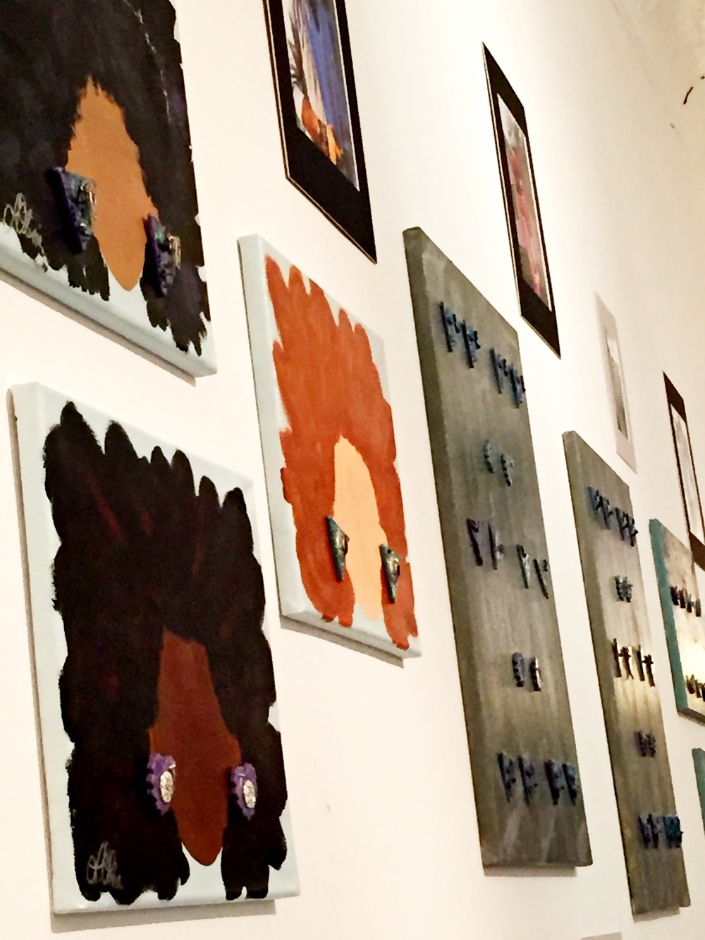 Yes, those are Earrings on a Canvas. Lauren hand-painted the naturalista silhouettes w/ her custom earrings.