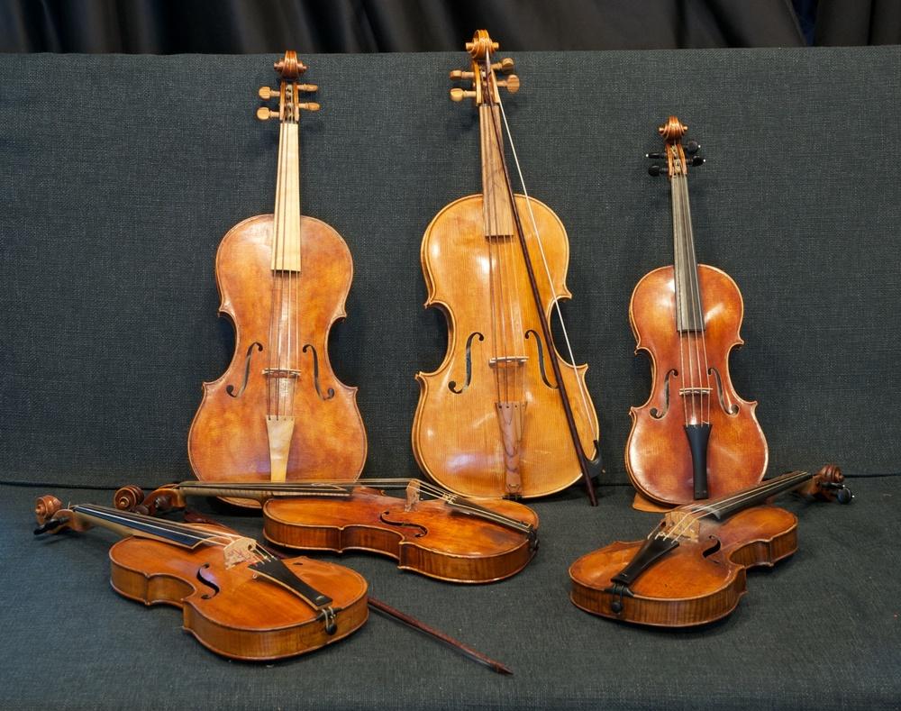 Violen-Consort und Solo-Violinen.